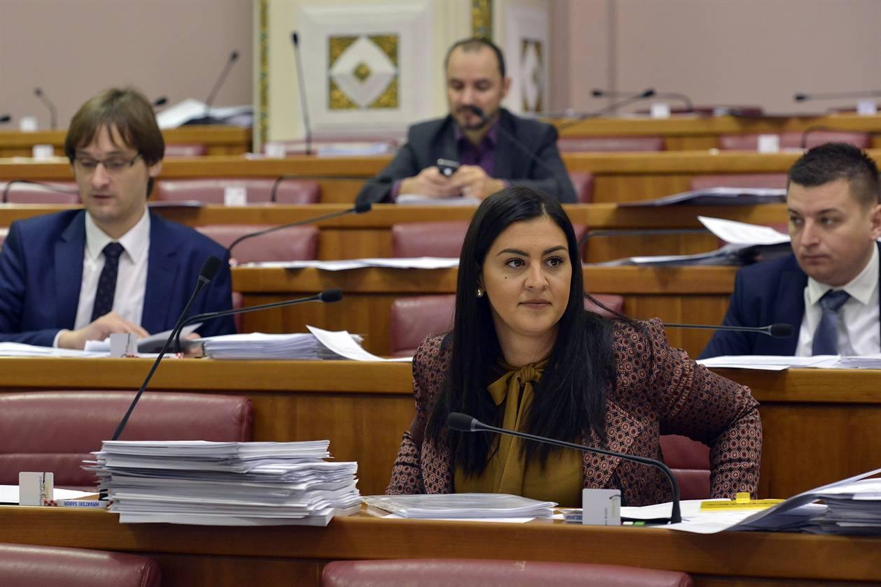 Ninčević – Lesandrić: Dok su se pozivom financirali loši projekti, stup gospodarstva ostavljen je da skuplja prašinu
